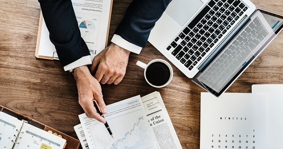 Four easy New Year's resolutions for business management - image advice on https://www.deltafinancialgroup.com.au