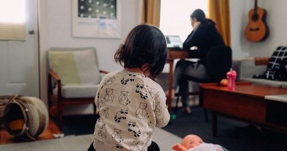 10 Australian women share their number one money tip - image mumandbub on https://www.deltafinancialgroup.com.au